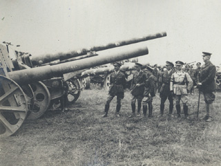 General Currie Examines the Canons Captured by the Canadians