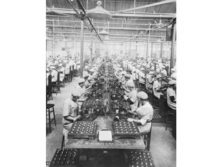 Soldering Fuses, British Munitions Company Limited, Verdun, Quebec, [ca. 1915-1917]