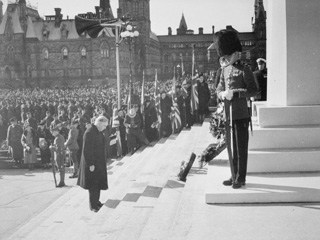 Rt. Hon. W.L. Mackenzie King Laying a Wreath during Remembrance Day Service on Parliament Hill, Nov. 11, 1937, Ottawa
